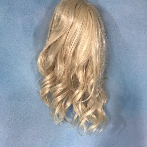 Other Shoulder Length Blonde Wig Poshmark